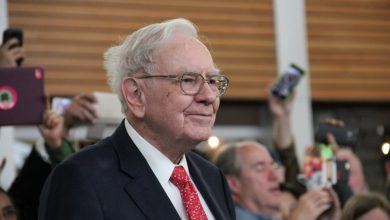 Photo of Buffett Has BTC and TRX in His Samsung Galaxy Fold, Claims Justin Sun Again