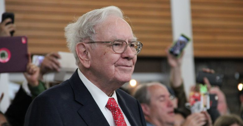 Binance CEO Hilariously Reacts To Warren Buffett's Claim of Not Owning Any Crypto